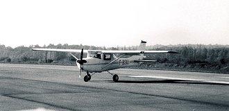 un Cessna sur la piste